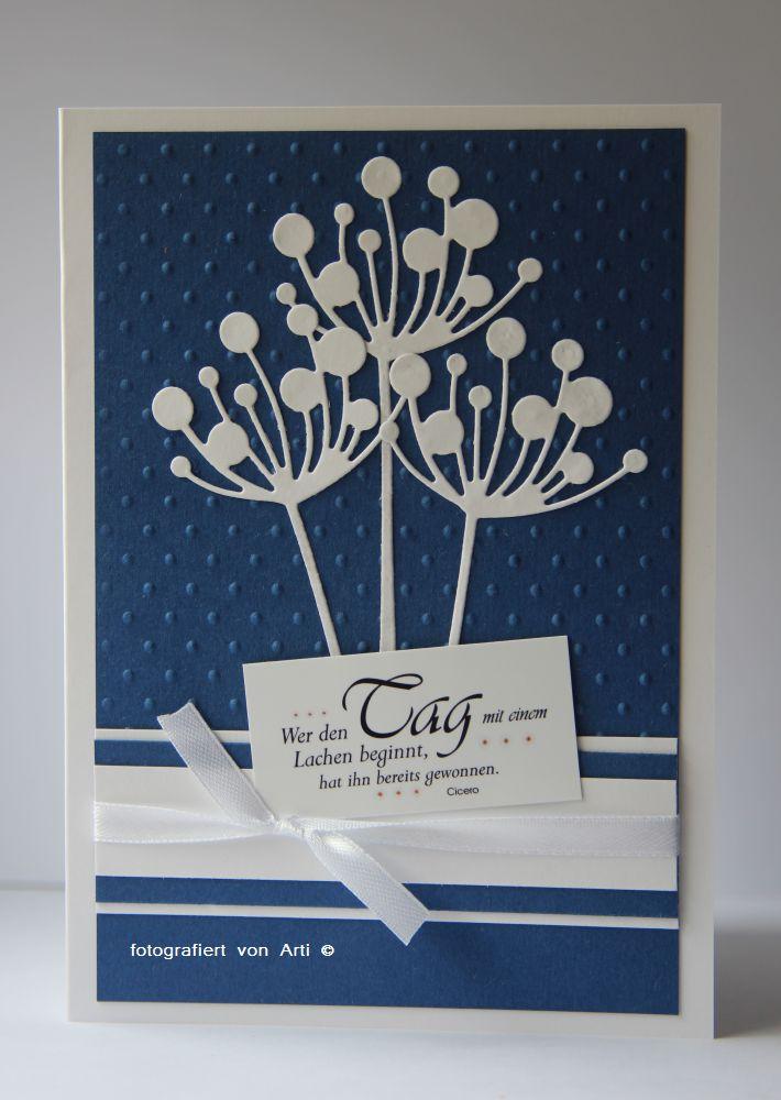 Blumen in weiß- blau